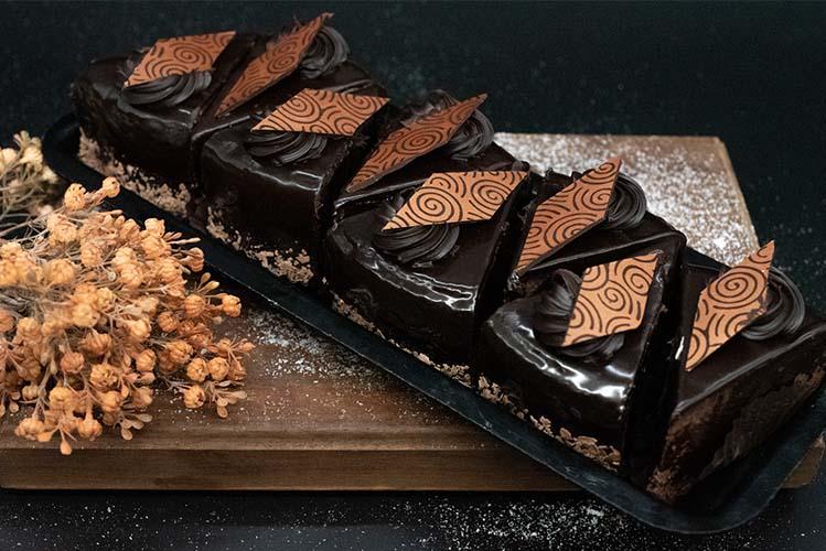 bakery cake slices